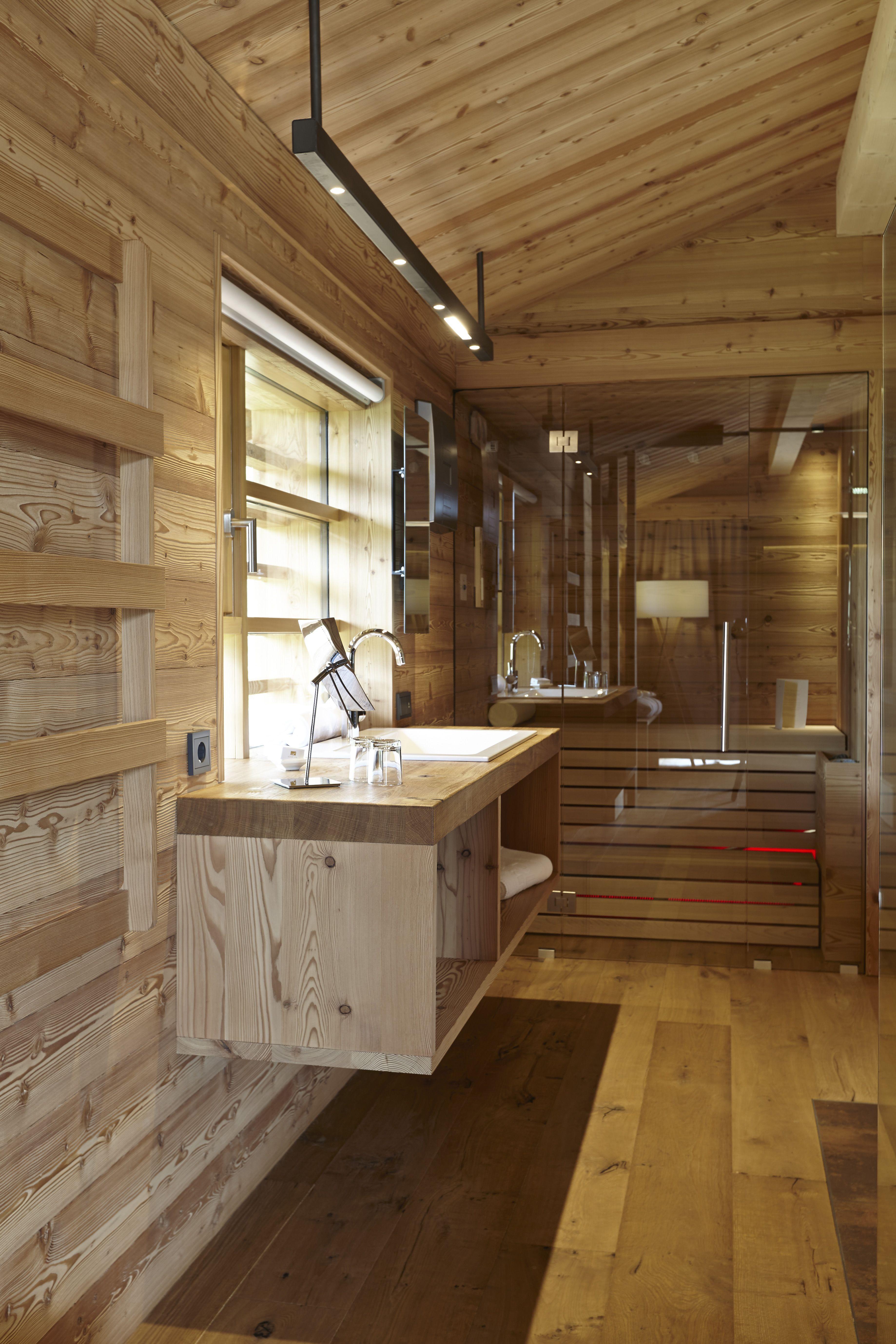 Herrliches Badezimmer In Holz Im Hotel Adler Montain Lodge Auf Der Seiser  Alm