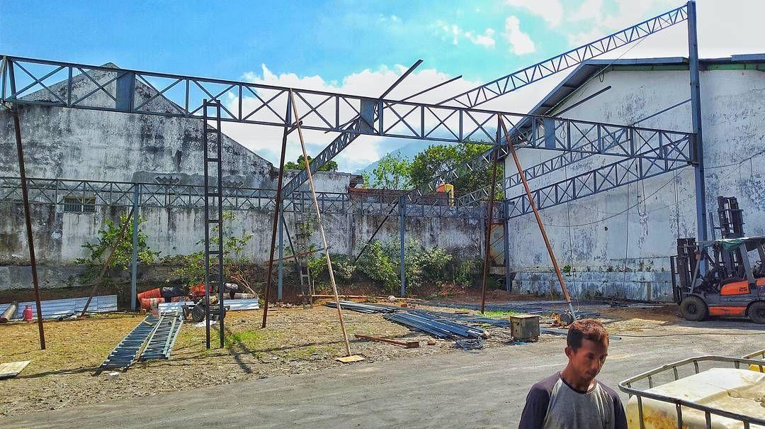 On progres canopy 30m x 15m . . #stainlesssteel #welding #building #bengkellas & On progres canopy 30m x 15m . . #stainlesssteel #welding #building ...