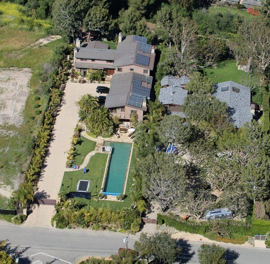 Los Angeles California Rich Houses: Pink Lives In Malibu, Right Next To Matthew McConaughey
