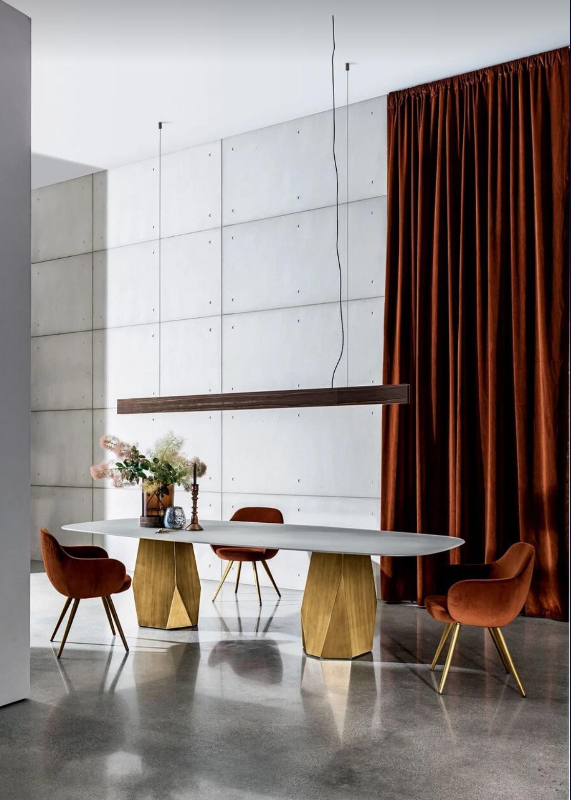 Oranžové odstíny neodmyslitelně patří k podzimu a nás okouzlila čalounění křesla Cadira značky SOVET. Jaká je vaše oblíbená barva? #alax #alaxprague #sovetdesign #cadira #cadirasovet #welovedesign #designfurniture #sovetchairs #designchairs #homedecorideas #homedesignideas #home