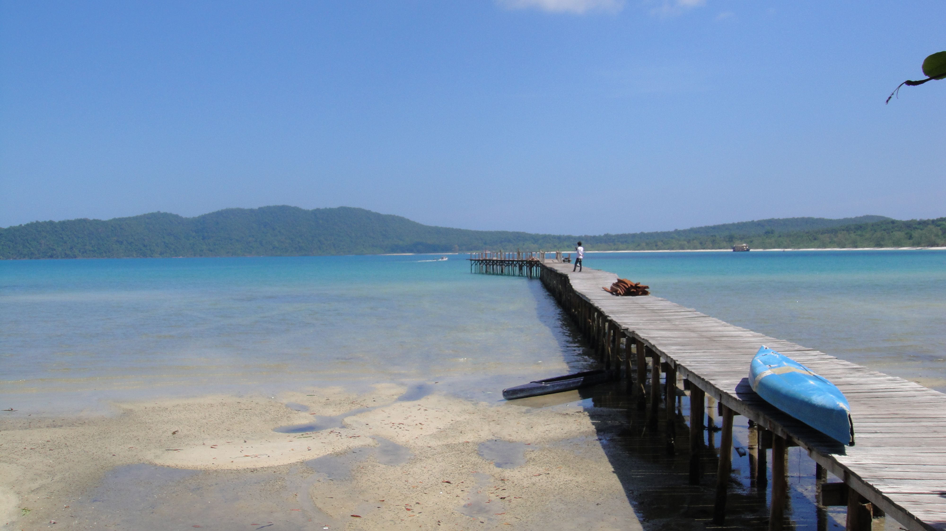 Koh Rong Samleum: white sandy beaches, pier