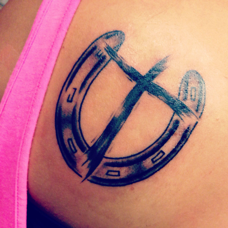 Horse Shoe And Cross Tattoo Tatuajes Herraduras Tauro