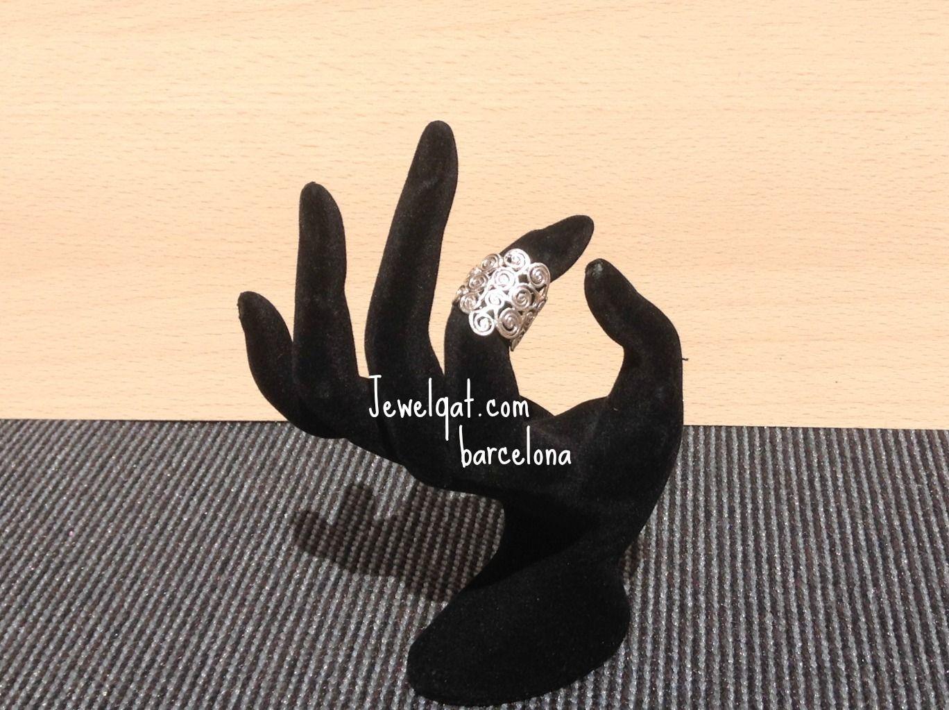 anillo plata realizado con pequeños espirales silver ring made of small spirals.