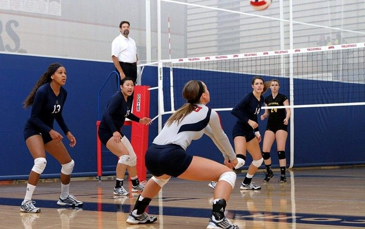 Pioneers Go 3 1 In Hy Vee Invitational With Images 3 1 Sports Volleyball