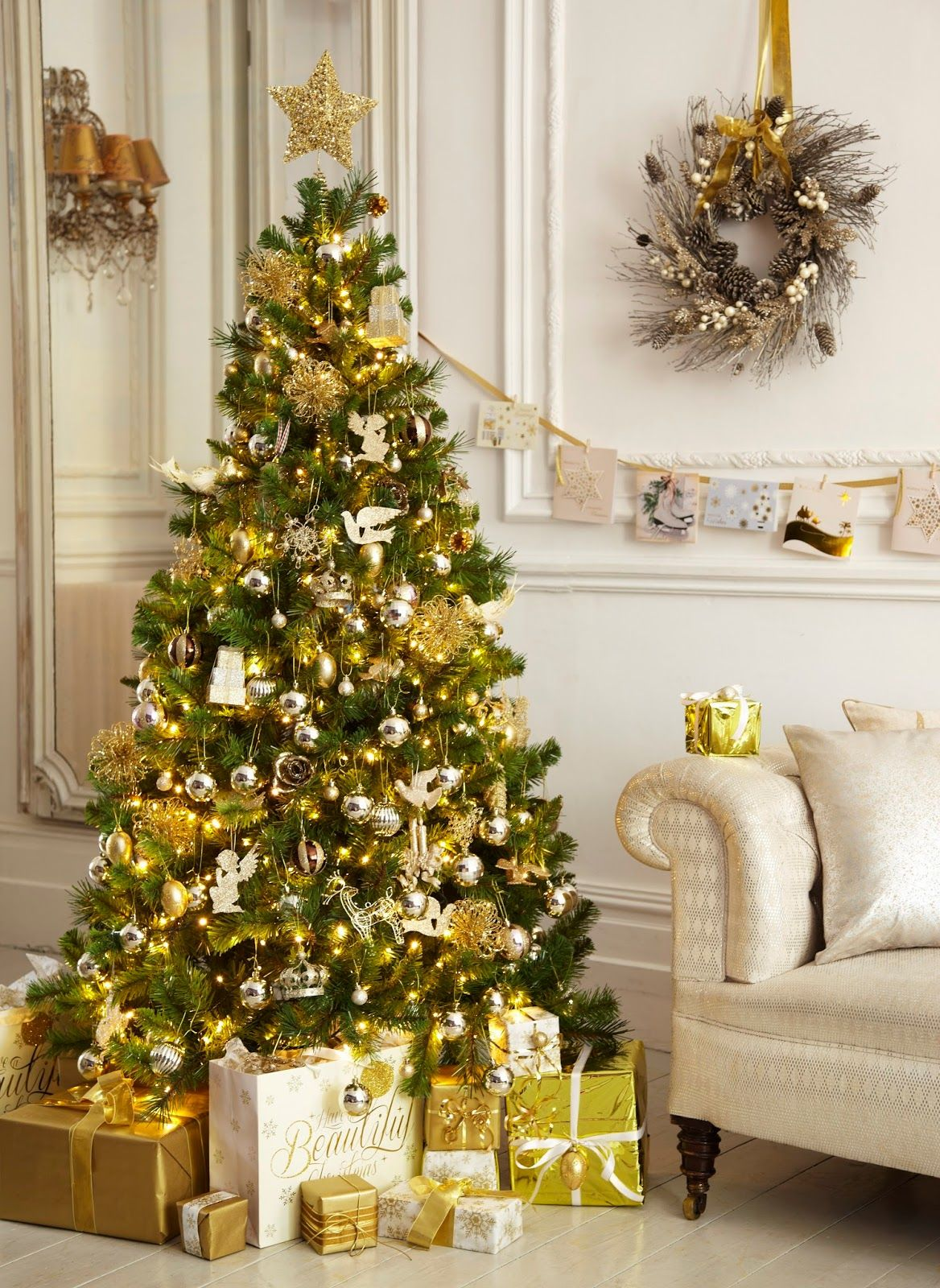40 Gold Christmas Tree Decorations Ideas For Coming Holiday Session Gold Christmas Decorations Gold Christmas Tree White Christmas Tree Decorations