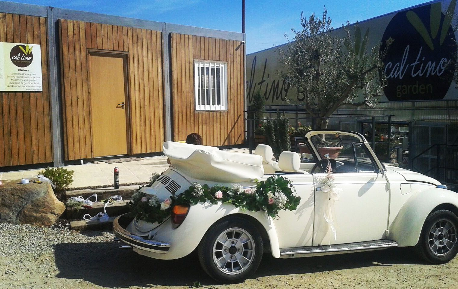 Wedding car flower decoration images  Flower decoration on this fantastic beetle for a great wedding