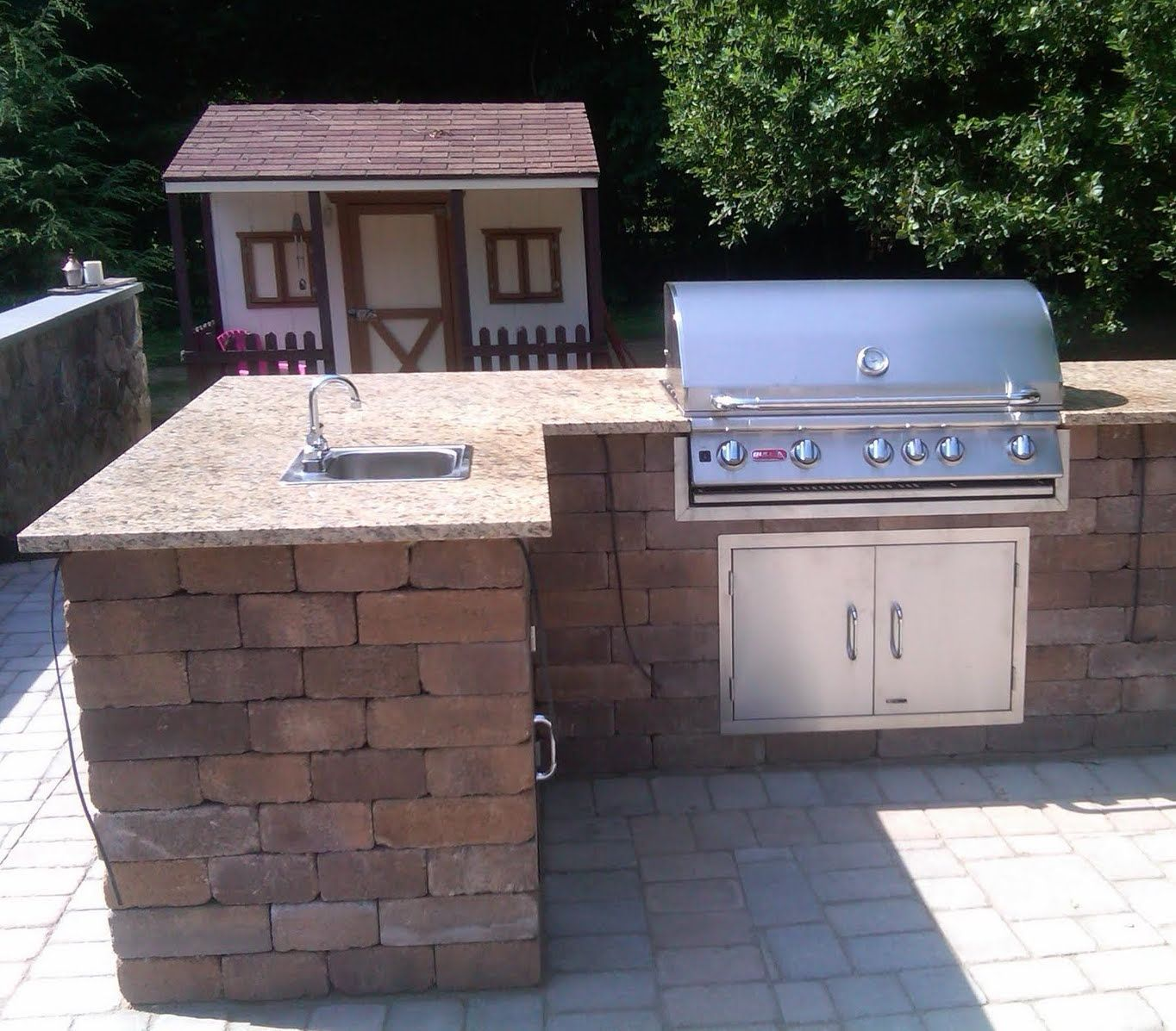 Cambridge Outdoor Kitchens Feature Beautiful Stainless Steel Grills Cabinets And Outdoor Kitchen Countertops Outdoor Kitchen Design