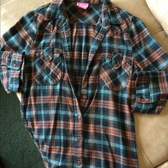 Shirt Ice blue and Browns flannel. Bottoms down the front.  3/4 sleeves Shes Cool Tops