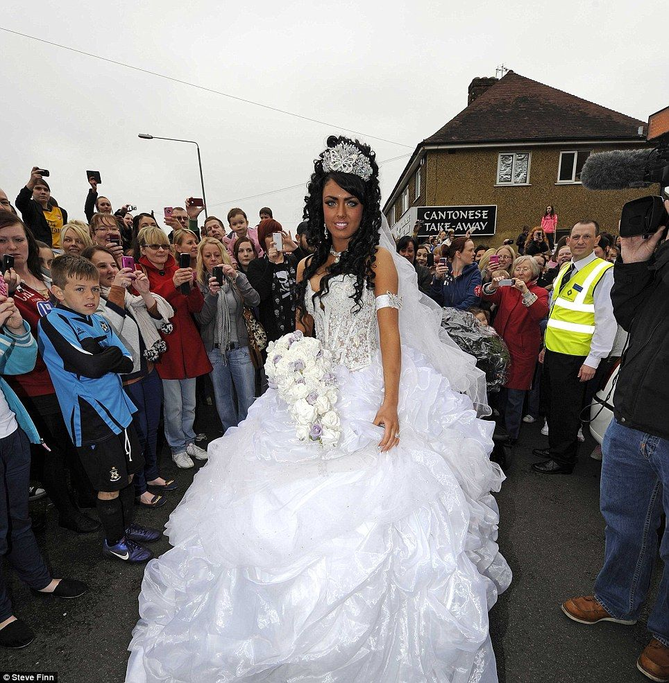 Britain S Youngest Gypsy Bride Gets Married Aged 16 Years And One Day In 50 000 Ceremony 6ft Wide Dress But Changes Into A Super Short Tutu For The