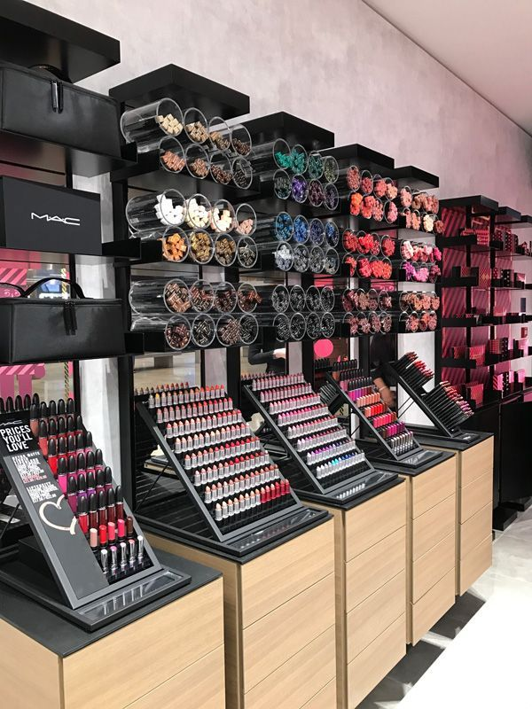 If You Are Looking For Makeup Store In Lahore Than Just Click On Pakdial In 2020 Store Design Interior Salon Interior Design Cosmetic Shop