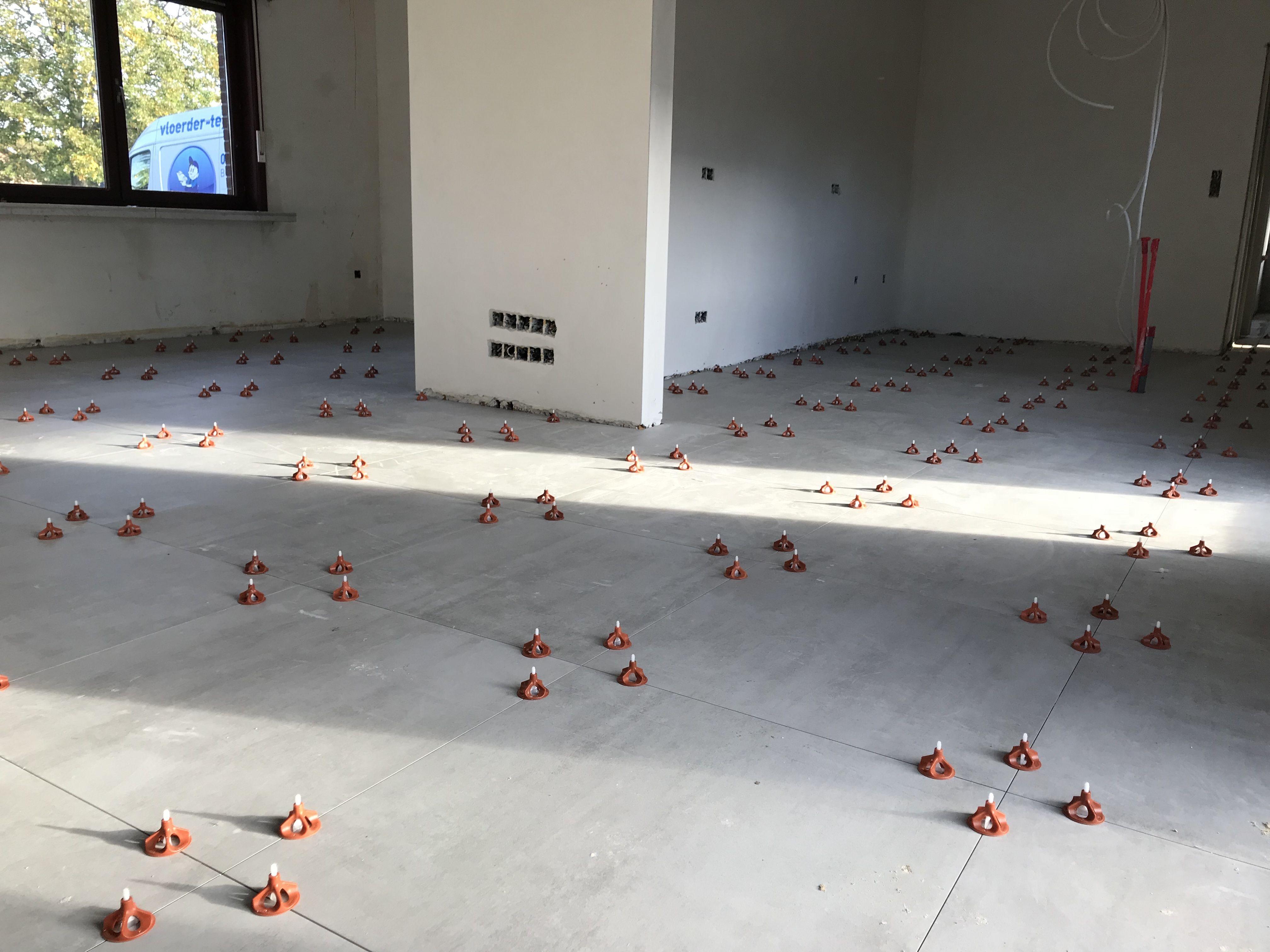 Tegel Leveling Systeem : Groot formaat tegels met levelling systeem xxl tiles with tile