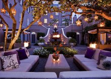 Love cool outside lights and cozy spaces :)