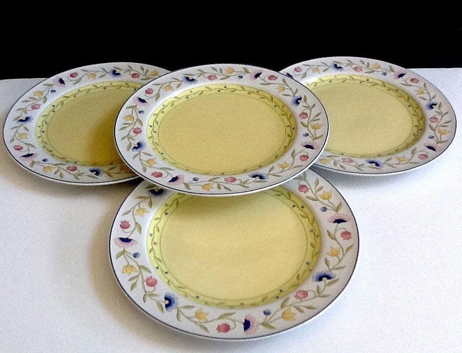 Studio Nova Trellis Dinner Plates Set of 4 White Rim with Floral Vine Yellow Center u0026 Blue Trim Pattern HG244 & Studio Nova Trellis Dinner Plates Set of 4 White Rim with Floral ...