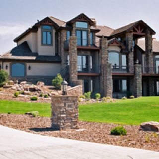 Who wouldn't want a huge house like this?!