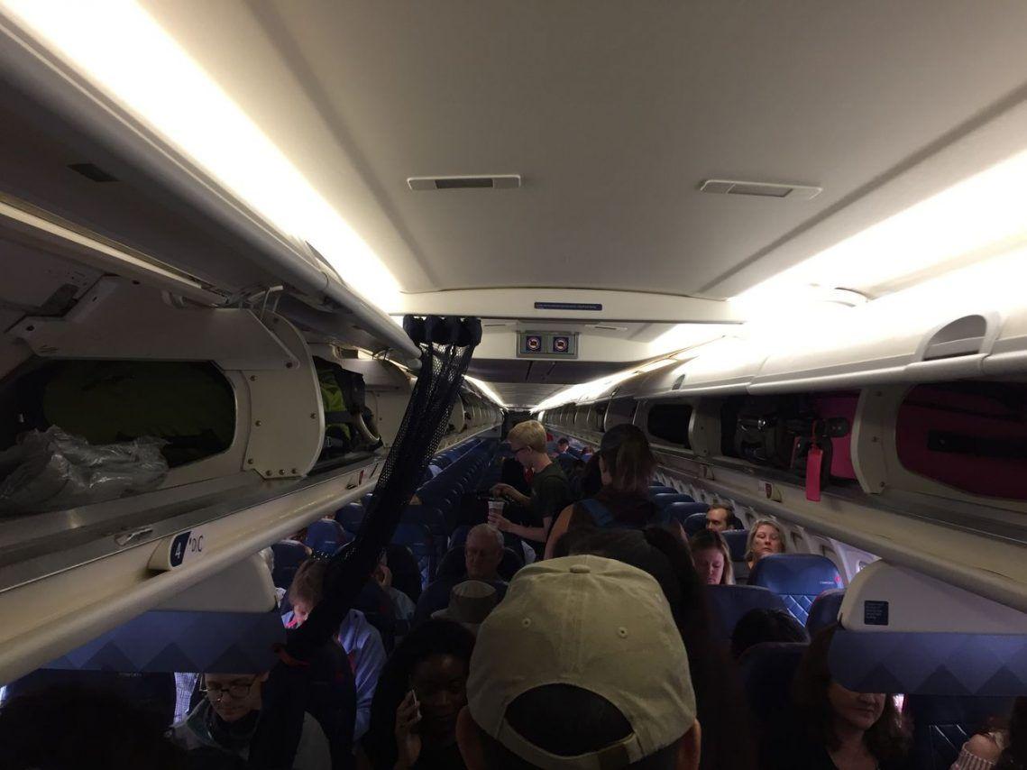 Delta Air Lines Fleet Mcdonnell Douglas Md 90 30 M90 Economy Class Cabin Passenger Boarding Delta Airlines Airline Delta