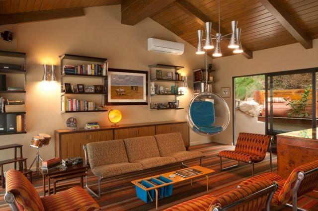 retro wohnideen modernes wohnzimmer mit retro akzente, wandregale und deko pendelleuchte vintage design rote farbe | room, Design ideen