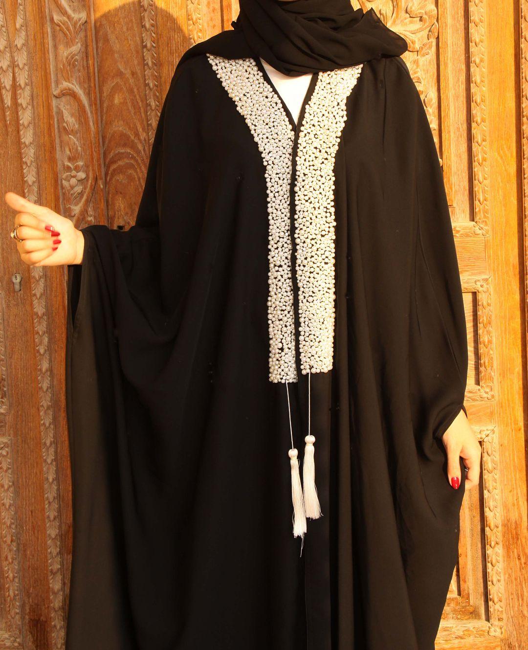 من الكولكشن الجديد عباية كريب أسود متطرزه بحبات اللولو عبايات عباية عبايه Abya Hejabstyle Fashion Couture Dresses