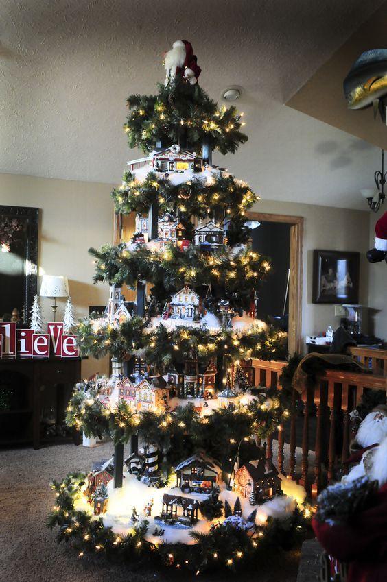 Alberi Di Natale Bellissimi.Un Villaggio Nel Tuo Albero Di Natale 15 Esempi Bellissimi Tutorial Vetrine Natalizie Natale Addobbi Per L Albero