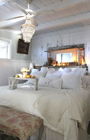 Shabby Style At Its Finest We Love This Romantic Bedroom Layered In White Farmhouse BedroomsCottage BedroomsFarmhouse ChicSmall