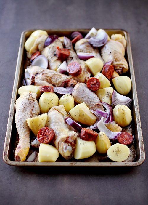 Poulet au chorizo, pommes de terre et oignons rouges au four - chefNini