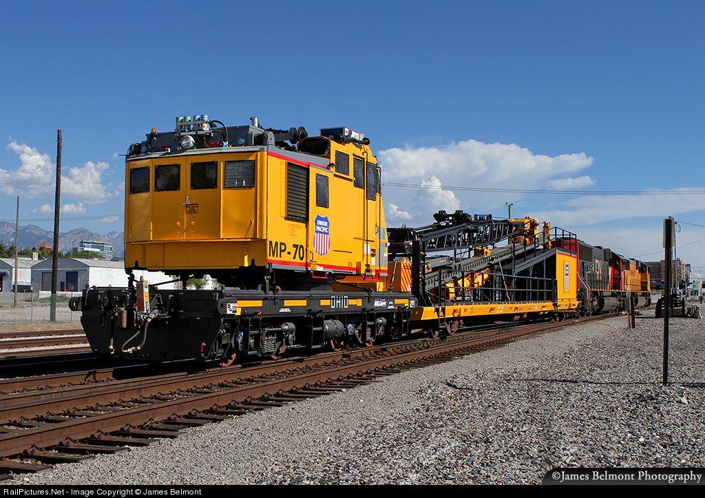 Union Pacific's Ohio Crane MP70 departs North Yard in