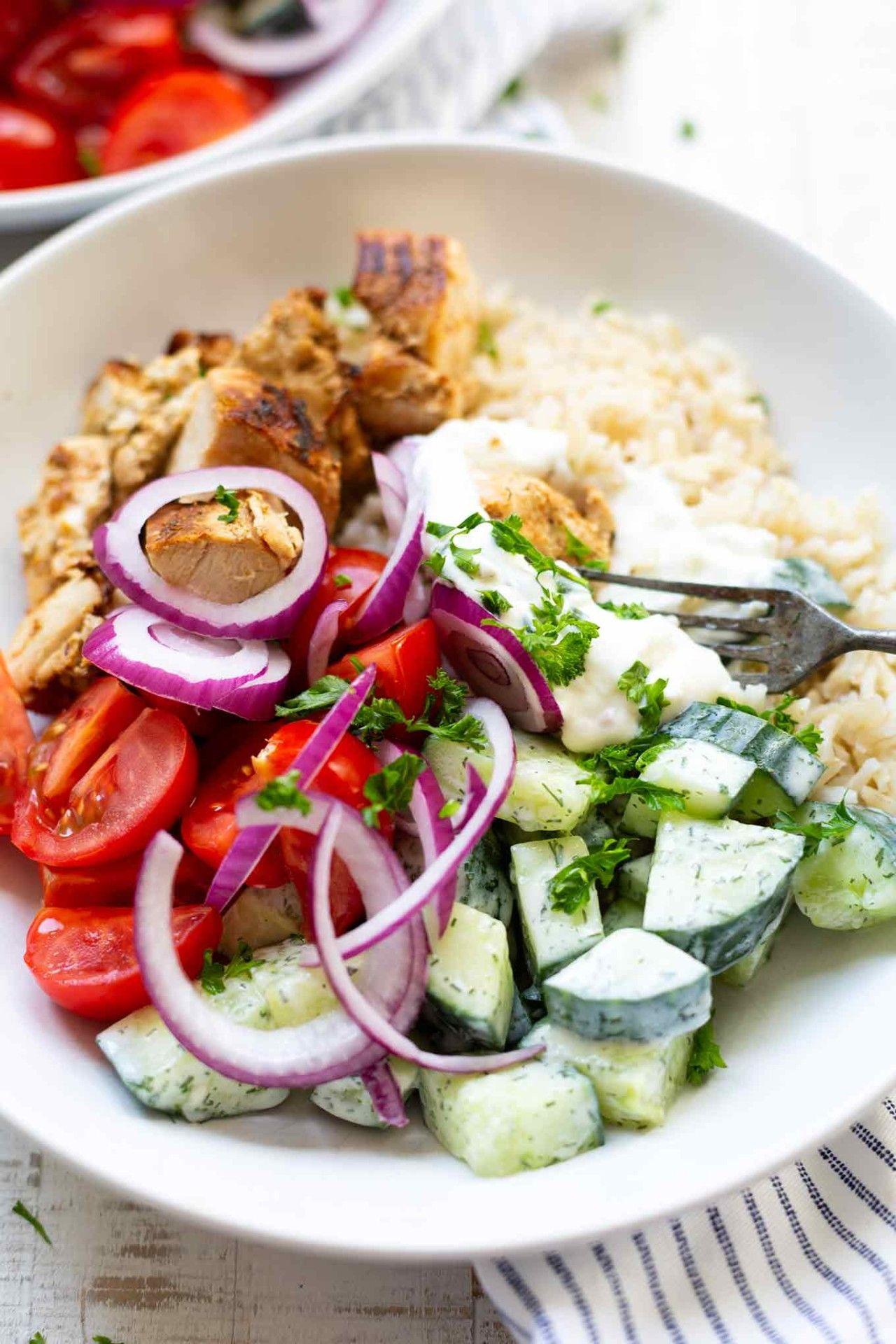 Griechische Hähnchen-Tzatziki Bowl #schnellerezeptemittagessen