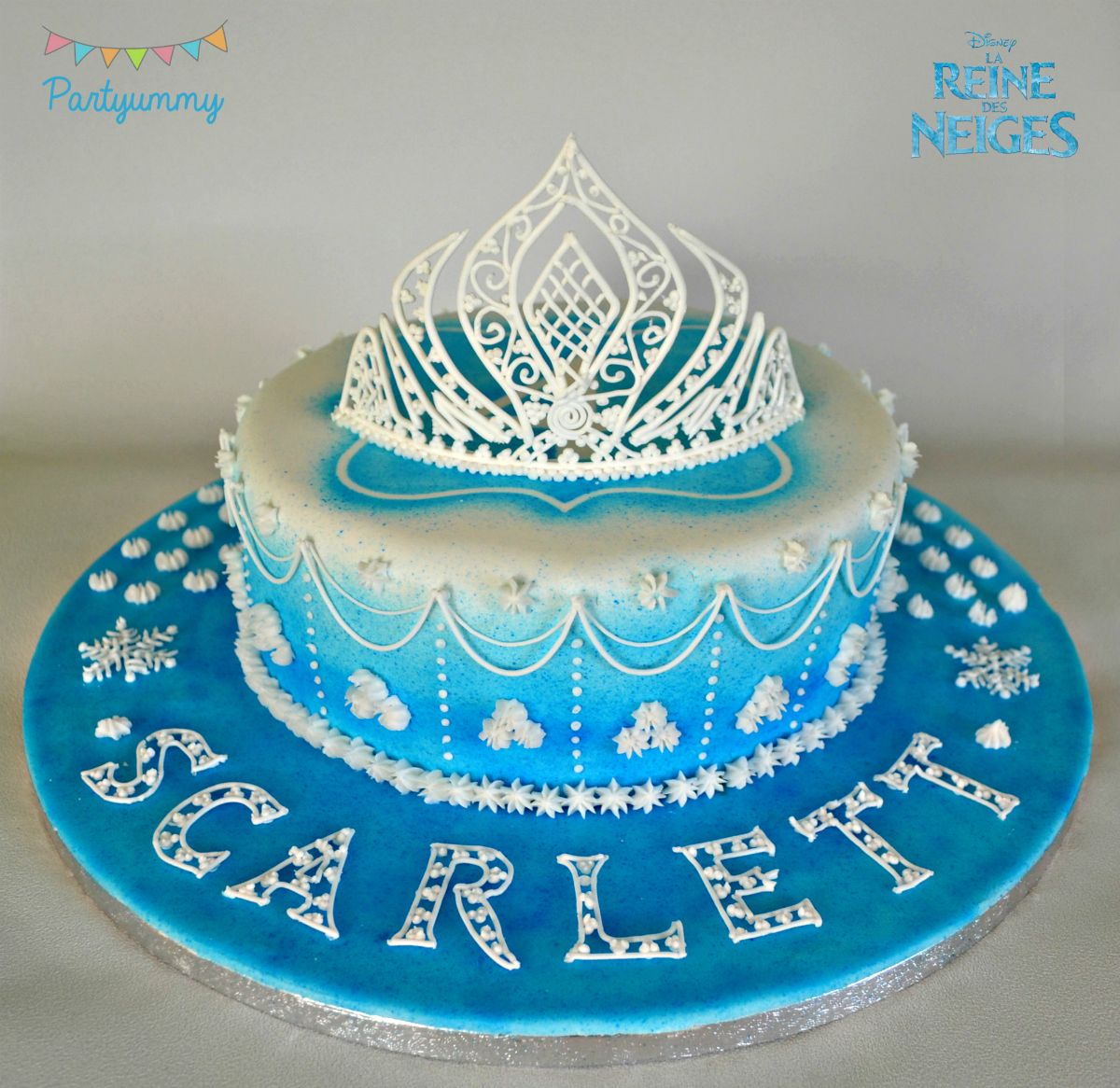 Birthday cakes video tutorial for tiara in royal icing - Decoration gateau glacage royal ...