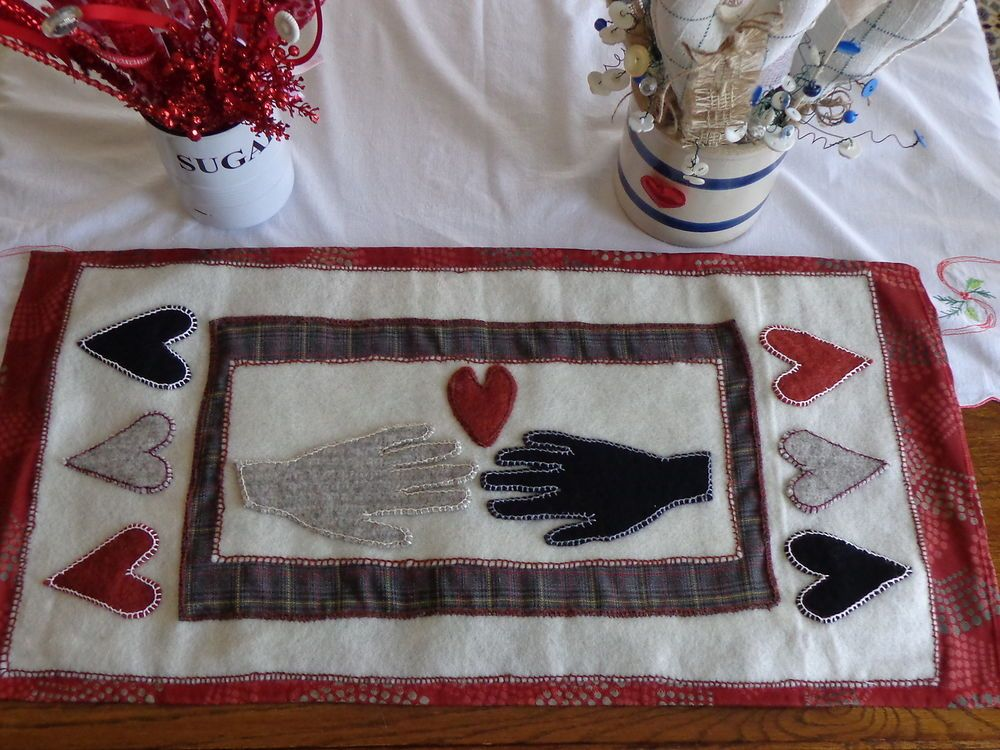 "Primitive Valentine Wool Table Runner 15"" x 32"" Penny Rug Style,2000 stitches"