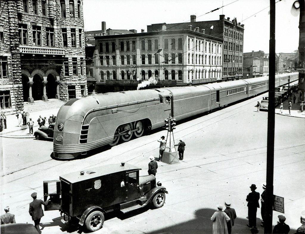 Historicaltimes The New York Central Streamliner Mercury Passes Through New York City Hall 1936 New York Central Railroad New York Central Train Art