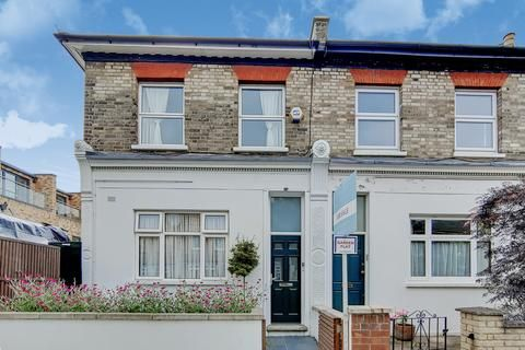 Hindmans Road London Se22 2 Bed Flat For Sale 650 000 In 2020 Victorian Homes Private Patio Open Plan Living