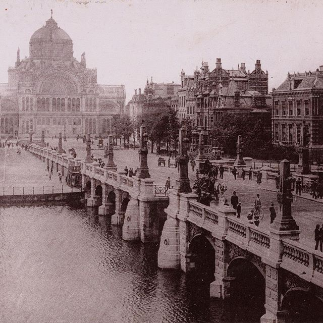 Around 1900, the eye-catching 'Palace of Folk Industry' was hard to miss when strolling through the neighbourhood of bridge house 206 - Amstelschutsluis. . Photo by Gebroeders van Rijkom, 1900, @stadsarchiefamsterdam . . . . #sweetshotel #sweetshotelamsterdam #nieuweamstelbrug #history #blackandwhitepicture #backintheday #historyofamsterdam #amsterdamcanals #oldpicture #oldphoto #blackandwhitephoto #amsterdamhistory #20thcentury #roomwithaview #amstelschutsluis #architecture