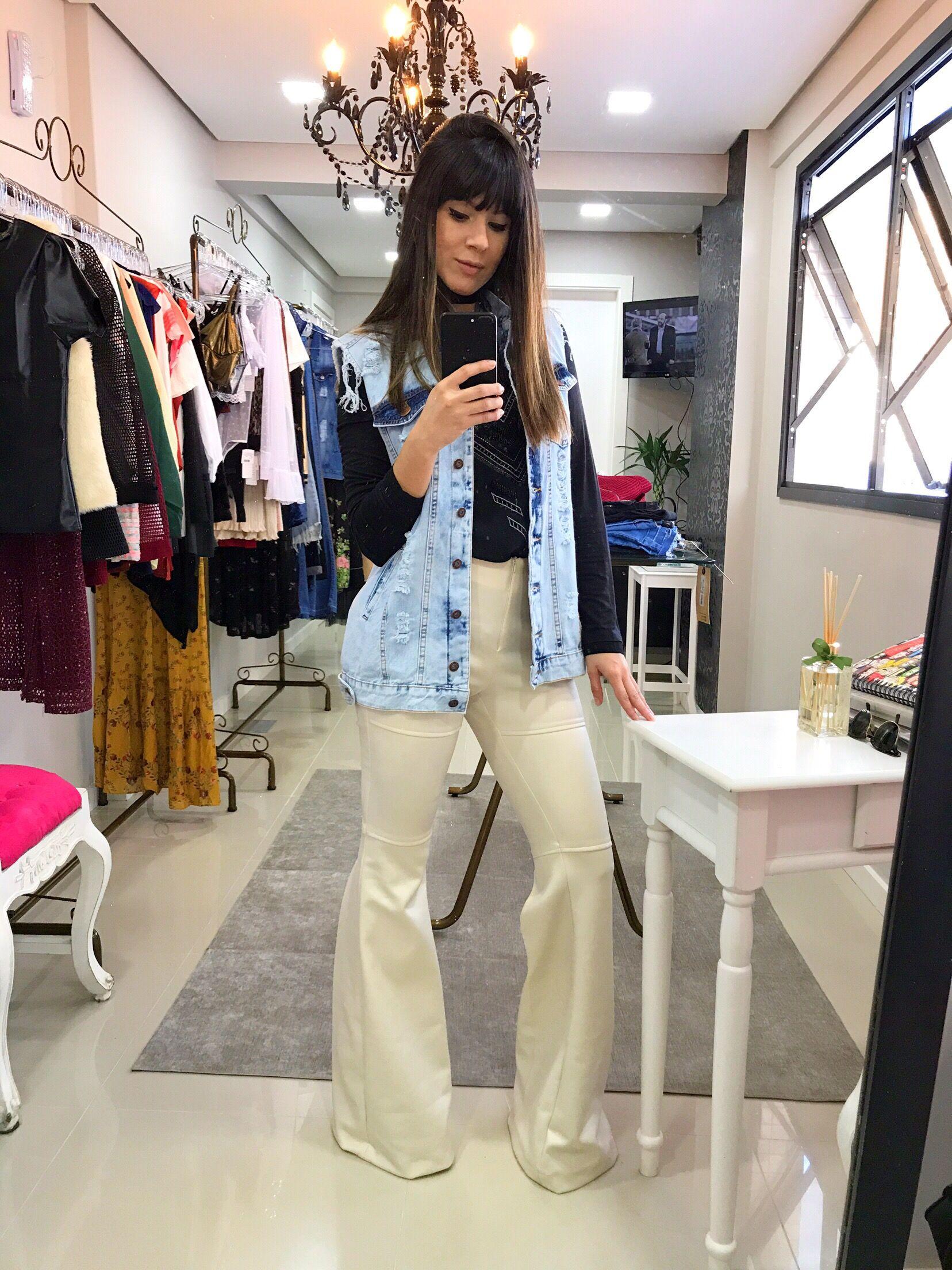 bf02d827ea Look calça flare off white e maxi colete jeans.