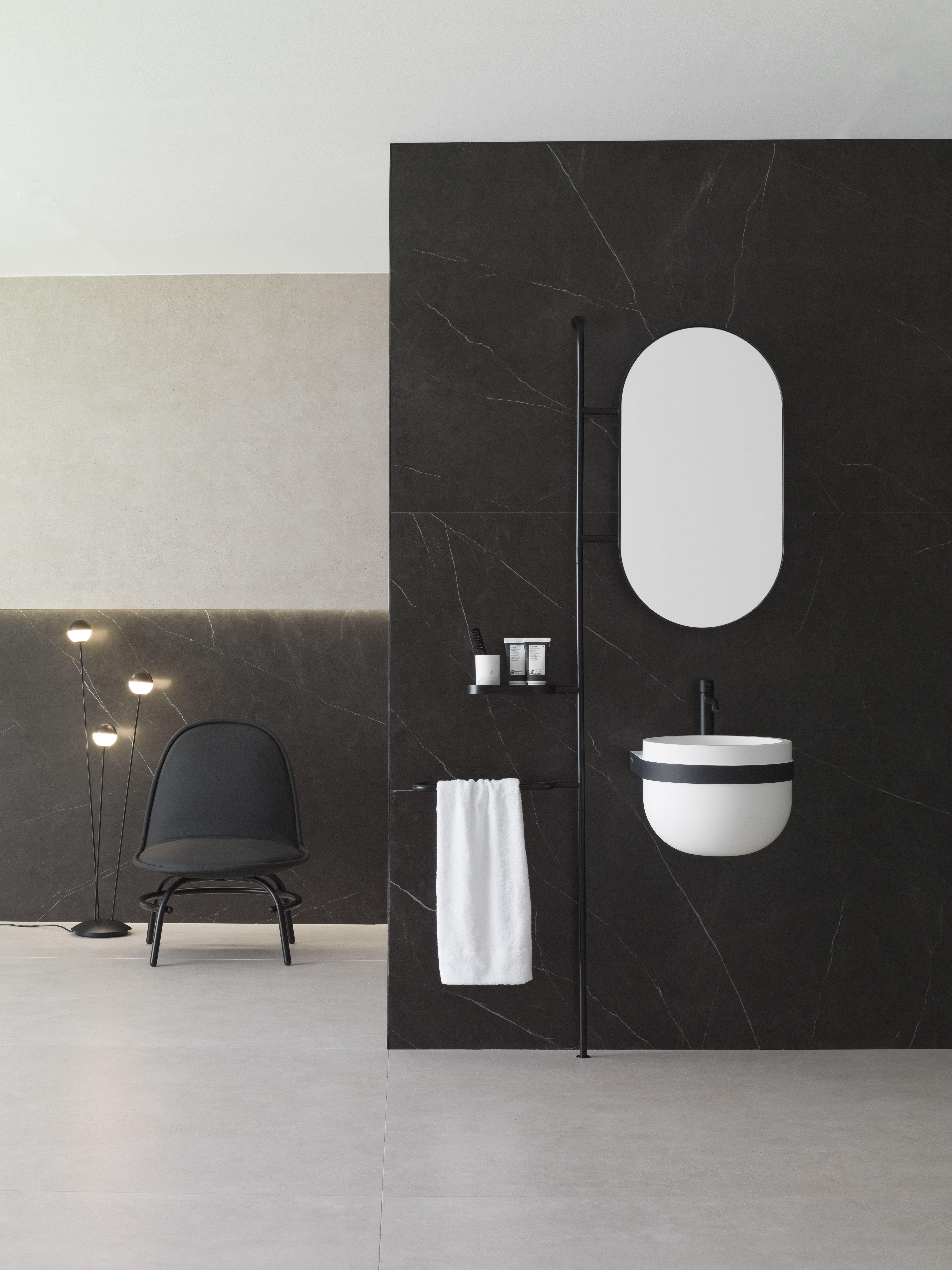 Aro Air   Cuarto de baño rojo, Diseño de baños, Baño femenino
