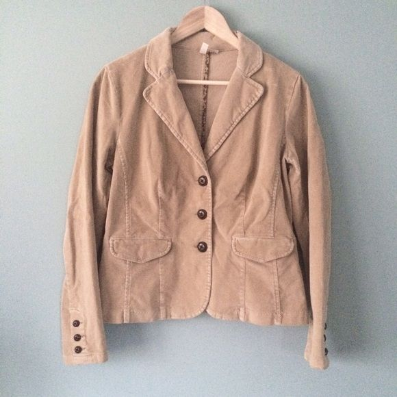 """LIKE NEW Tan Corduroy Blazer LIKE NEW Tan Corduroy Blazer // three button front // two front pockets // three buttons on the sleeves // slimming band and pleats on back // 19"""" from armpits / 24"""" sleeves / 24"""" length // St Johns Bay stretch brand // sz M //cotton and spandex // non-smoking home ........ 20% off 2+ Bundles // Same Day or Next Day Shipping!!  2.28.24 St. John's Bay Jackets & Coats Blazers"""