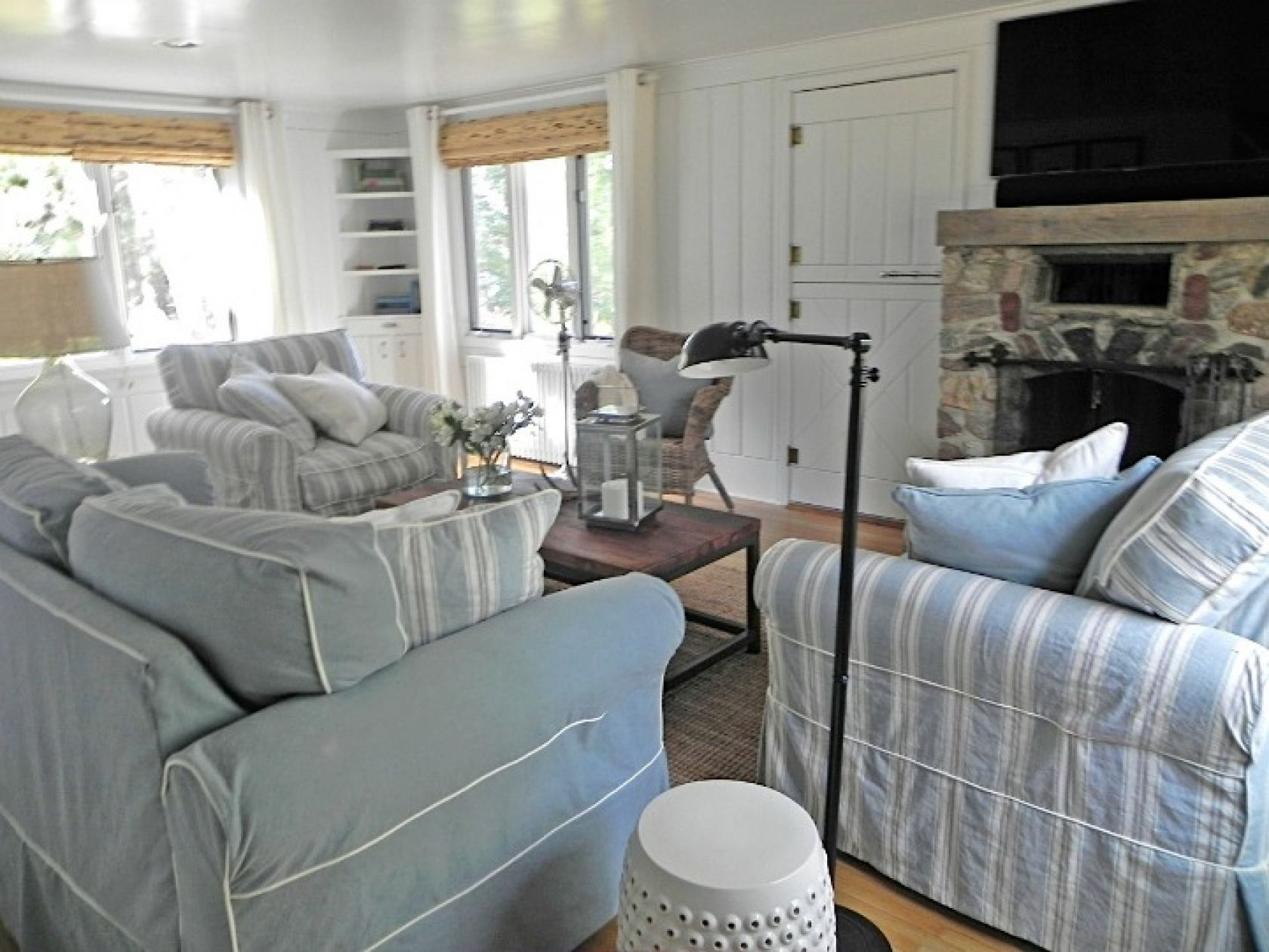 Ordinaire Coastal Cottage Living Room With Nautical Elements