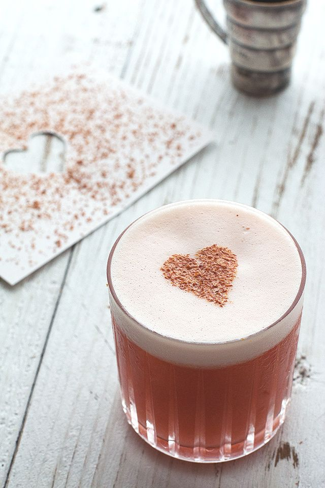 Valentine's Day Cocktail // HonestlyYUM