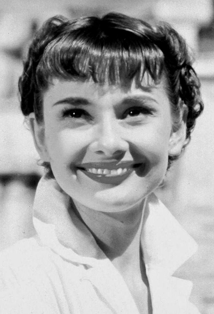Audrey Hepburn As Princess Ann In Roman Holiday Audrey Hepburn Hair Audrey Hepburn Hepburn