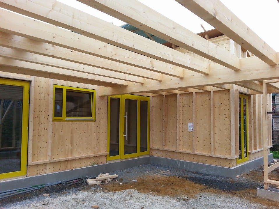 mcb holzhausbau eingangsbereich am massivholzhaus unter dem carport nur holz vollholzhaus. Black Bedroom Furniture Sets. Home Design Ideas