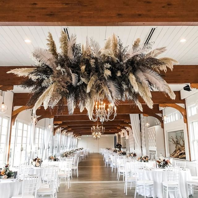 Ending 2019 on a high note. Happy #NYE! 🎇✨@leslieleefloraldesign … . . . . #flowerchandelier #weddinggoals #weddingdesign #pampasgrass #pampas #flowerlovers #newyearseve #2020 #weddingvenue #flowerphotography #weddingphotography #nyeparty #endofadecade #flowerlovers #floralphotography #floralphotos