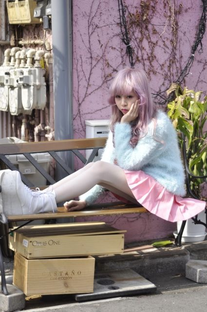 Love it! True cute spring tokyo style! Need a sweater like that :D