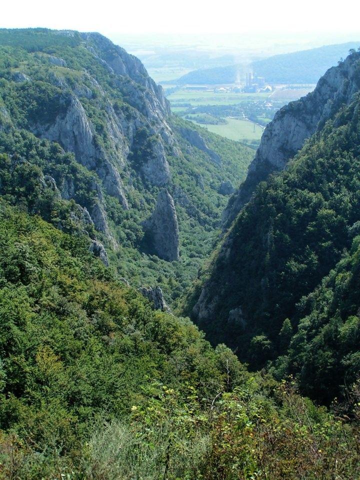 Zádielska tiesňava, ako je zrejmé z náhornej plošiny, Slovenský kras National Park, Slovensko