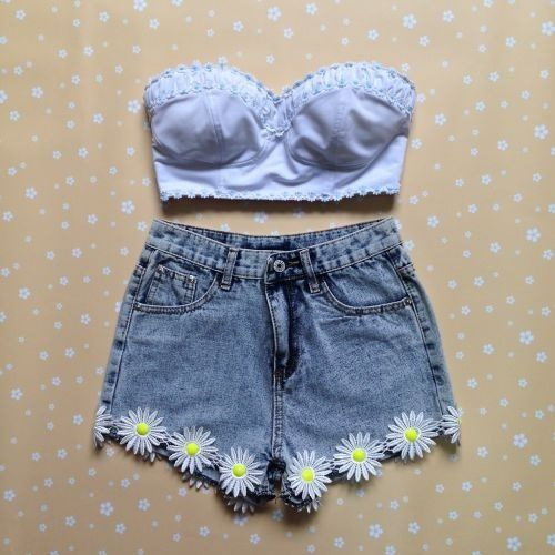 Crop top high waisted shorts outfit