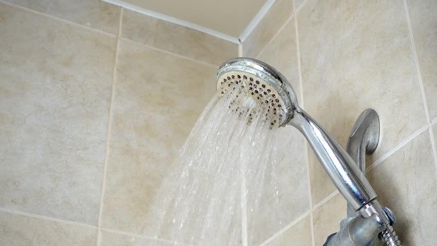 تفسير حلم الاستحمام في المنام ومتى يكون خير أو شر In 2020 Door Handles Decor Home Decor