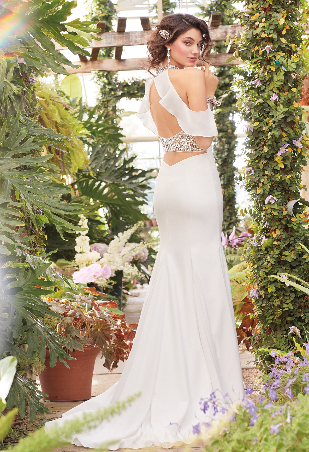 Tie the knot in this unique wedding dress! The