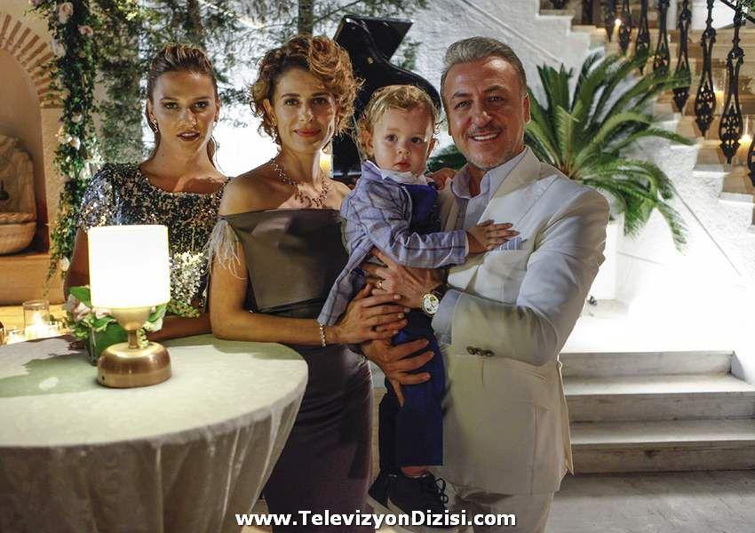 Paramparca 72 Bolum Resimleri Ve Fragmani Paramparca Dizisi 72 Bolum Oyunculari Konusu Nedir Ne Zaman Yayinlanacak Ozet Celebrities Turkish Actors Actors