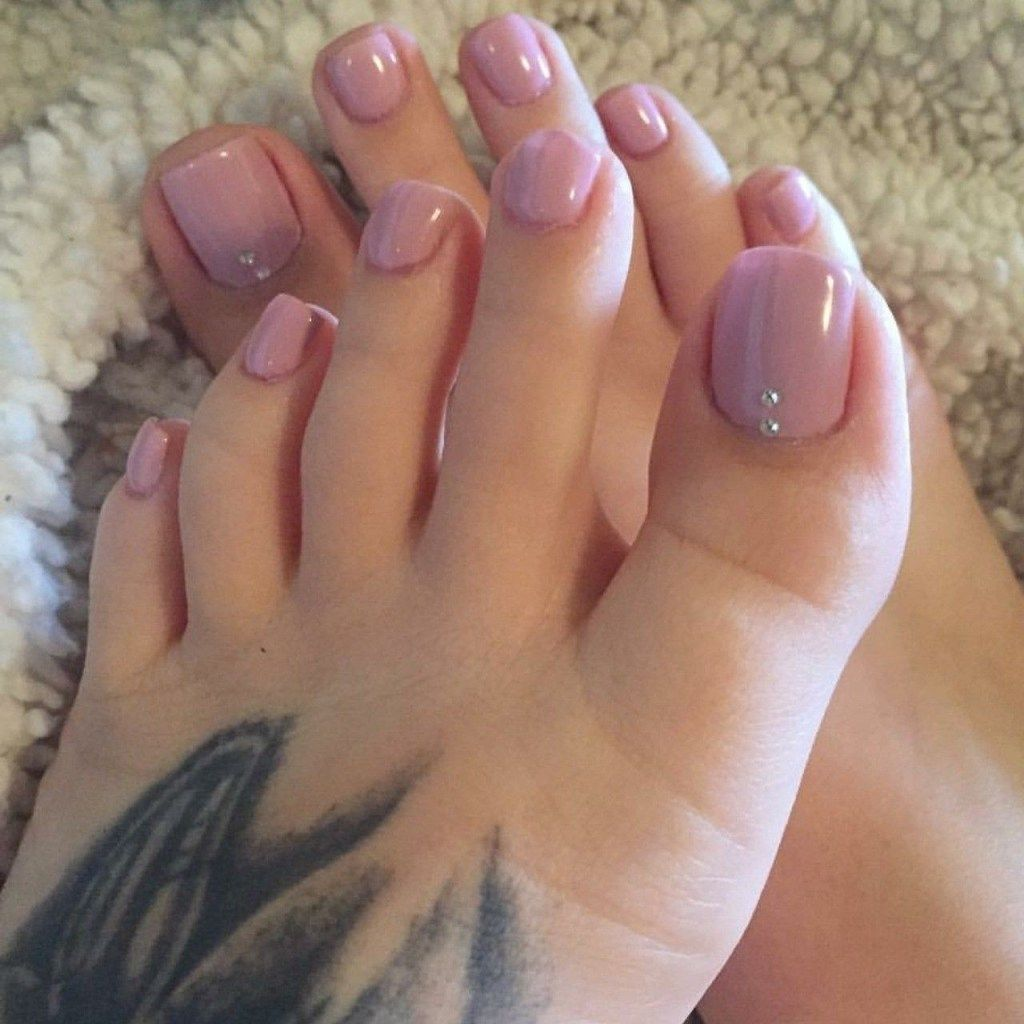 The Right Choice For Pretty Toe Nails This Fall Winter 20 101outfit Com Pretty Toe Nails Toe Nail Color Pink Toe Nails