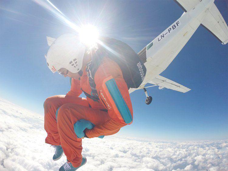 7 daagse skydive vakantie AFF cursus Mimizan Frankrijk  Duur:7 dagen Activiteit:AFF skydive cursus van 7 zelfstandige sprongen Vervoer: kies voor eigen vervoer of een georganiseerde busrit Verblijf:Bunkhouse camping of eigen verblijf Taal: Nederlands en Engels Seizoen: wekelijks eind juni t/m eind augustus  EUR 1245.00  Meer informatie  #vakantie http://vakantienaar.eu - http://facebook.com/vakantienaar.eu - https://start.me/p/VRobeo/vakantie-pagina
