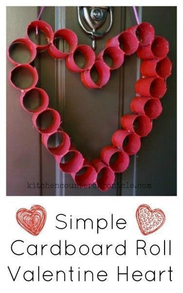 This is such a simple Valentine craft to make with kids. Decorate your front door with a cardboard roll heart. All you need are cardboad rolls (toilet paper rolls, paper towel rolls), tape and red/pink paint. A fun Valentine craft for kids to make. | Vale