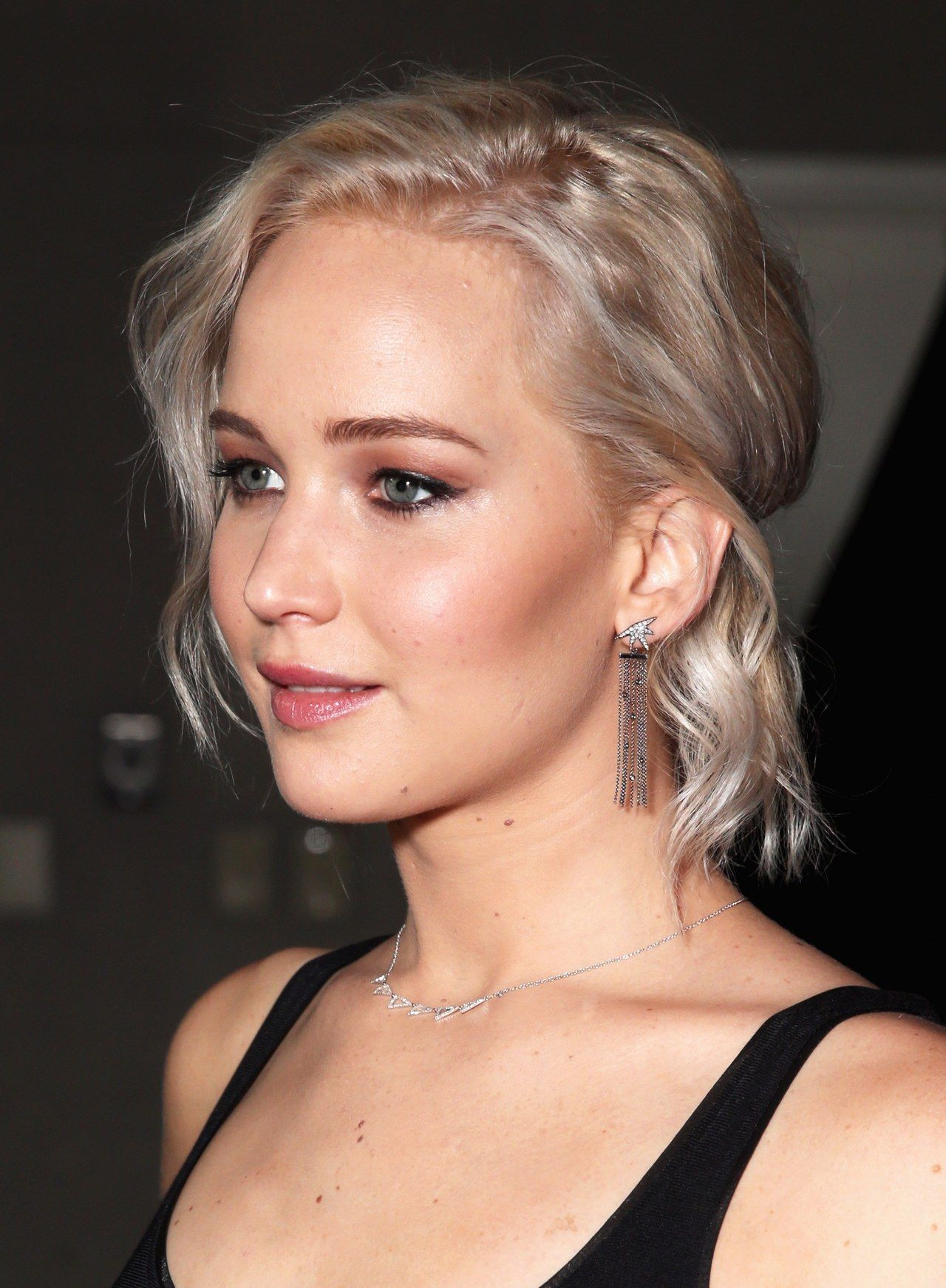 Jennifer Lawrence Curly Has A Brown And Blonde Hair Color