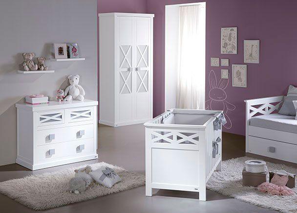 Dormitorio infantil con minicuna y cómoda de 3 cajones. | Novedades ...
